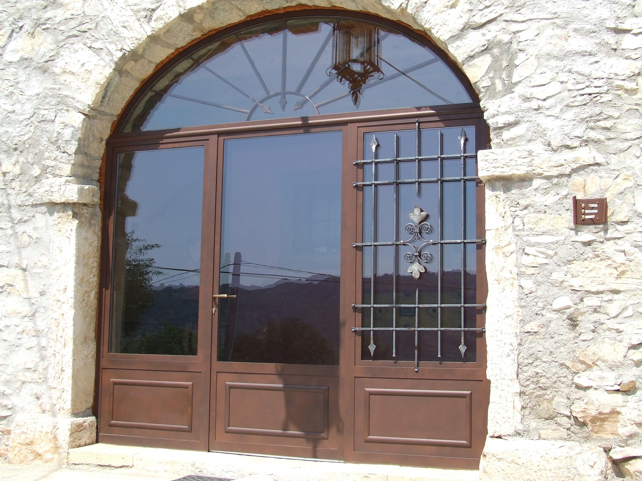 Foto serramenti in ferro per case in sasso o pietra for Prezzi serramenti
