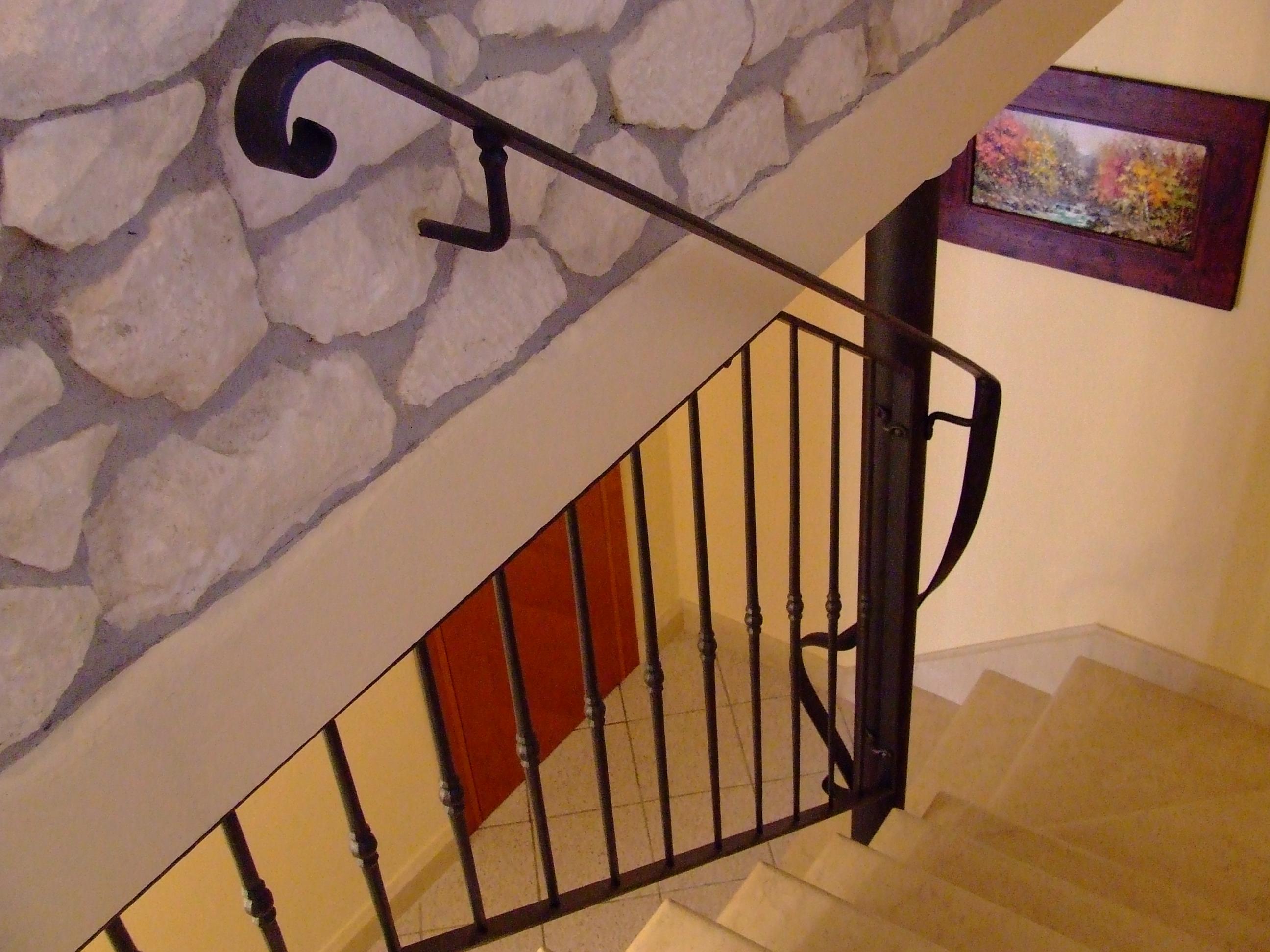 Foto ringhiere in ferro per recinzioni in sasso for Ringhiere leroy merlin