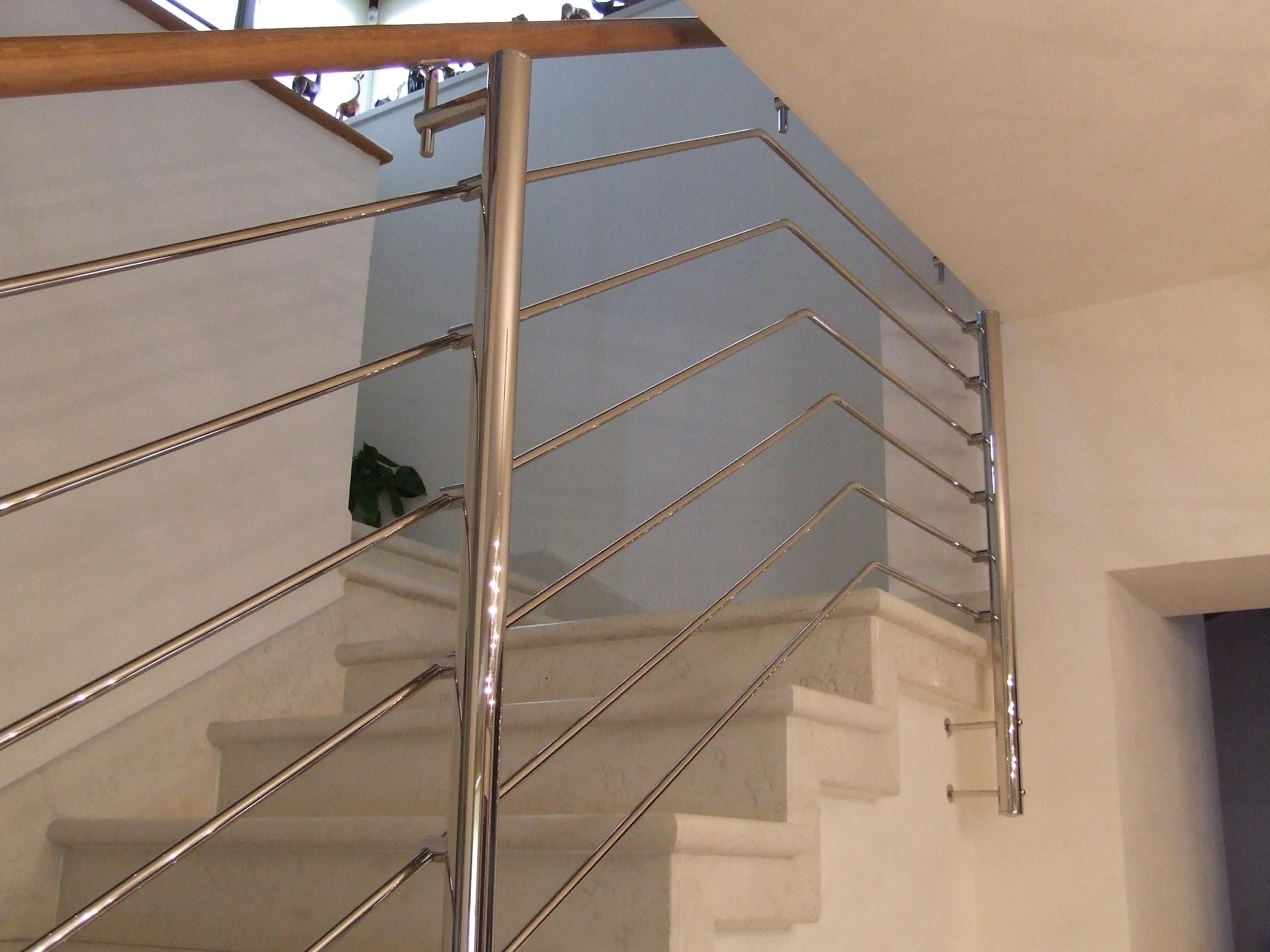 Immagini di ringhiere in ferro per scale in marmo for Prezzi di raccordo in acciaio