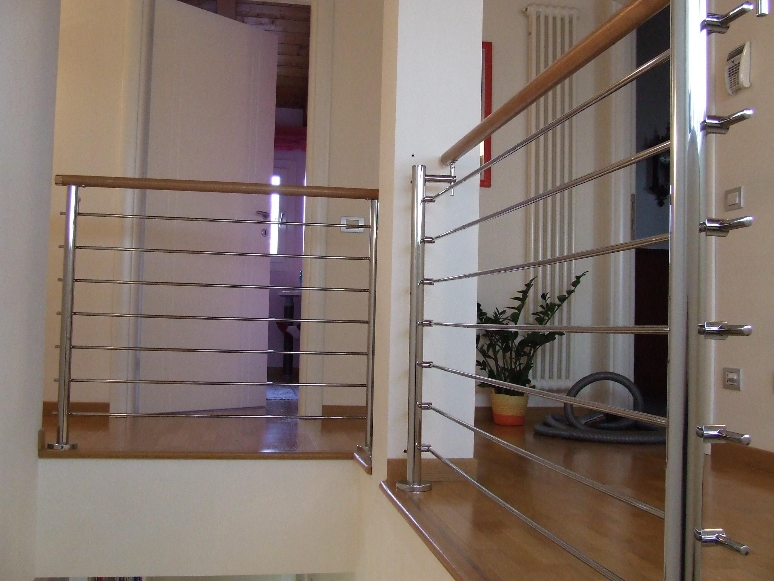 Immagini di ringhiere in ferro per scale in marmo - Ringhiere per finestre in ferro ...