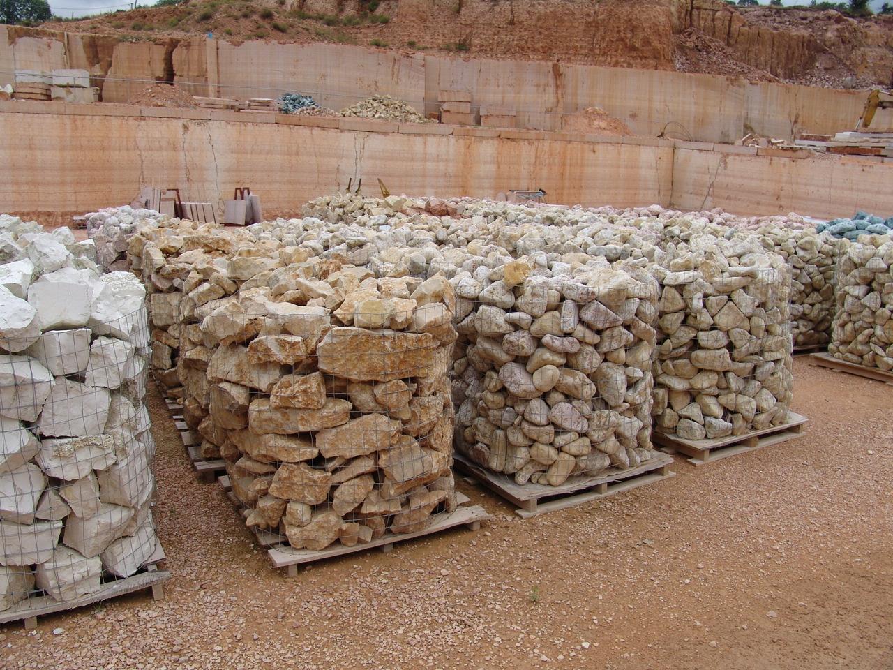Foto sassi per muri e tranciati di marmo for Muri con pietre a vista