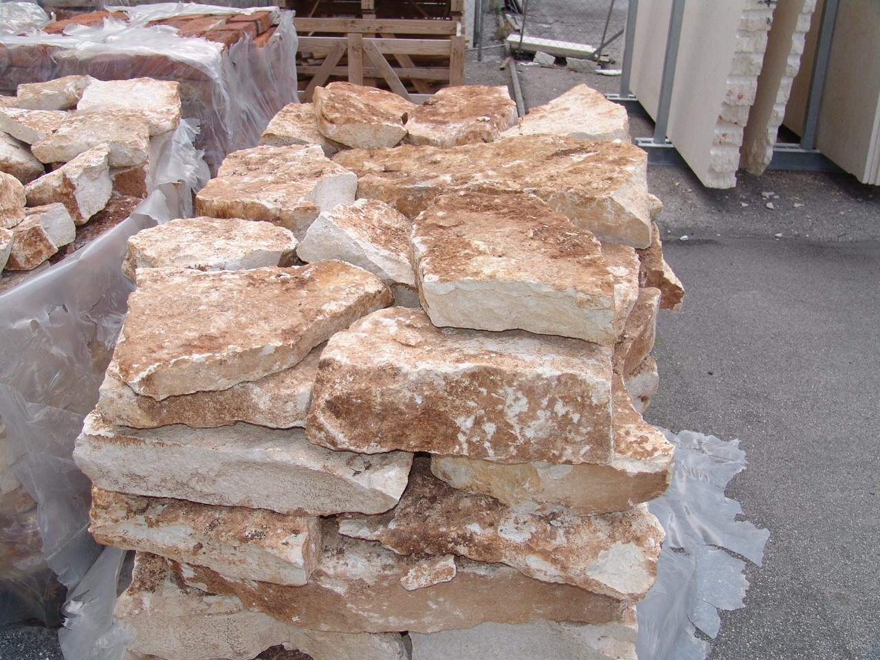 Immagini di pietre per viali o camminamenti esterni da for Sassi bianchi da giardino prezzo