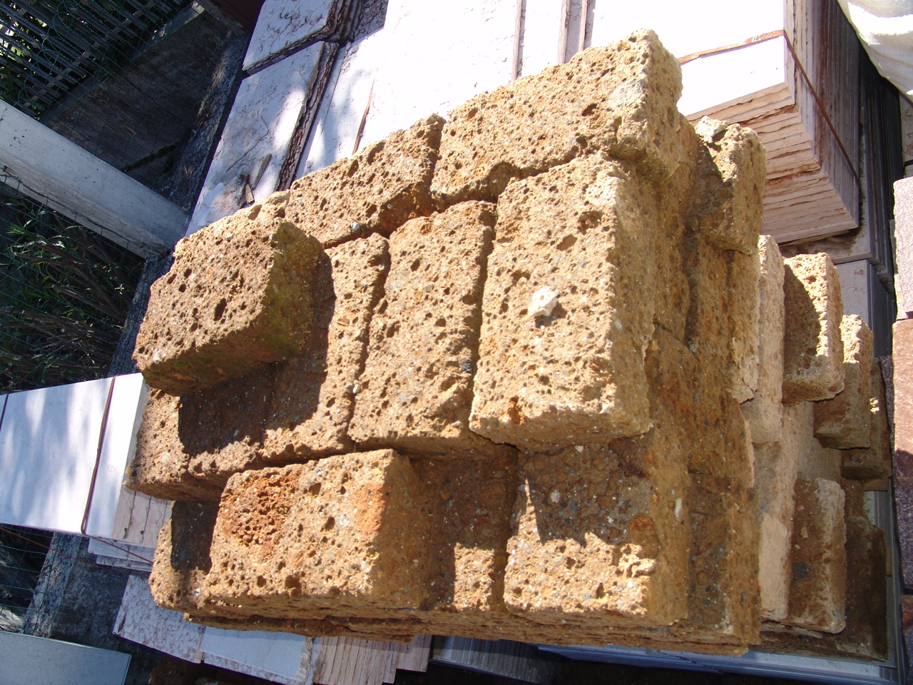 Giardino Mattoni Tufo : Foto di mattoni in tufo a prezzi molto bassi