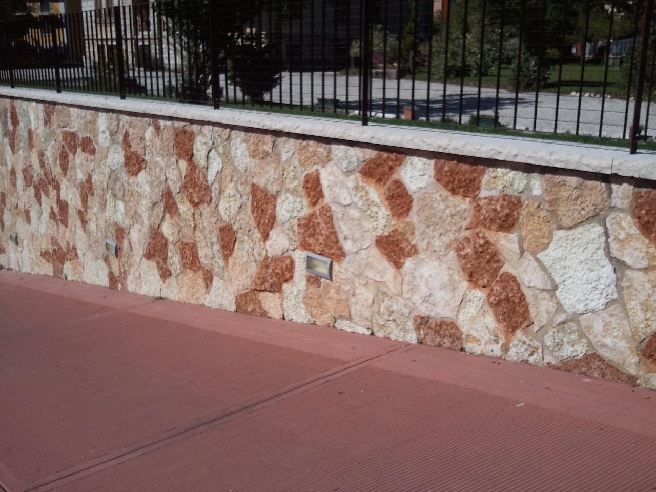 Rivestimento in pietra di sassuolo parete idee creative - Rivestimento muro interno ...