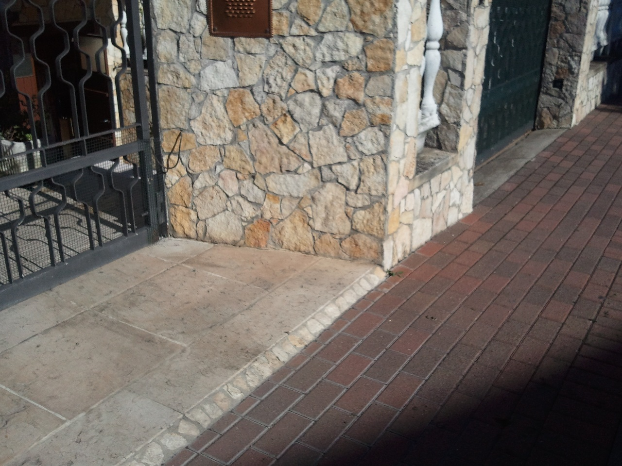 Foto di pietre per il rivestimento di muri esterni o interni for Mattonelle per pareti interne