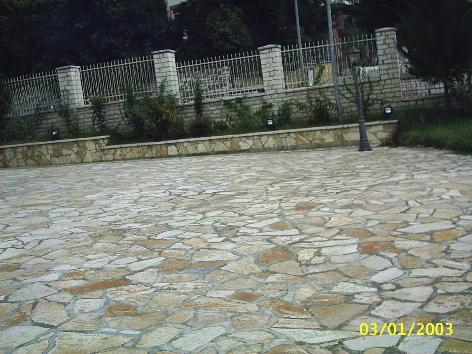 Pavimento Esterno In Pietra Prezzi : Pavimenti per giardino in pietra. awesome per le possono essere