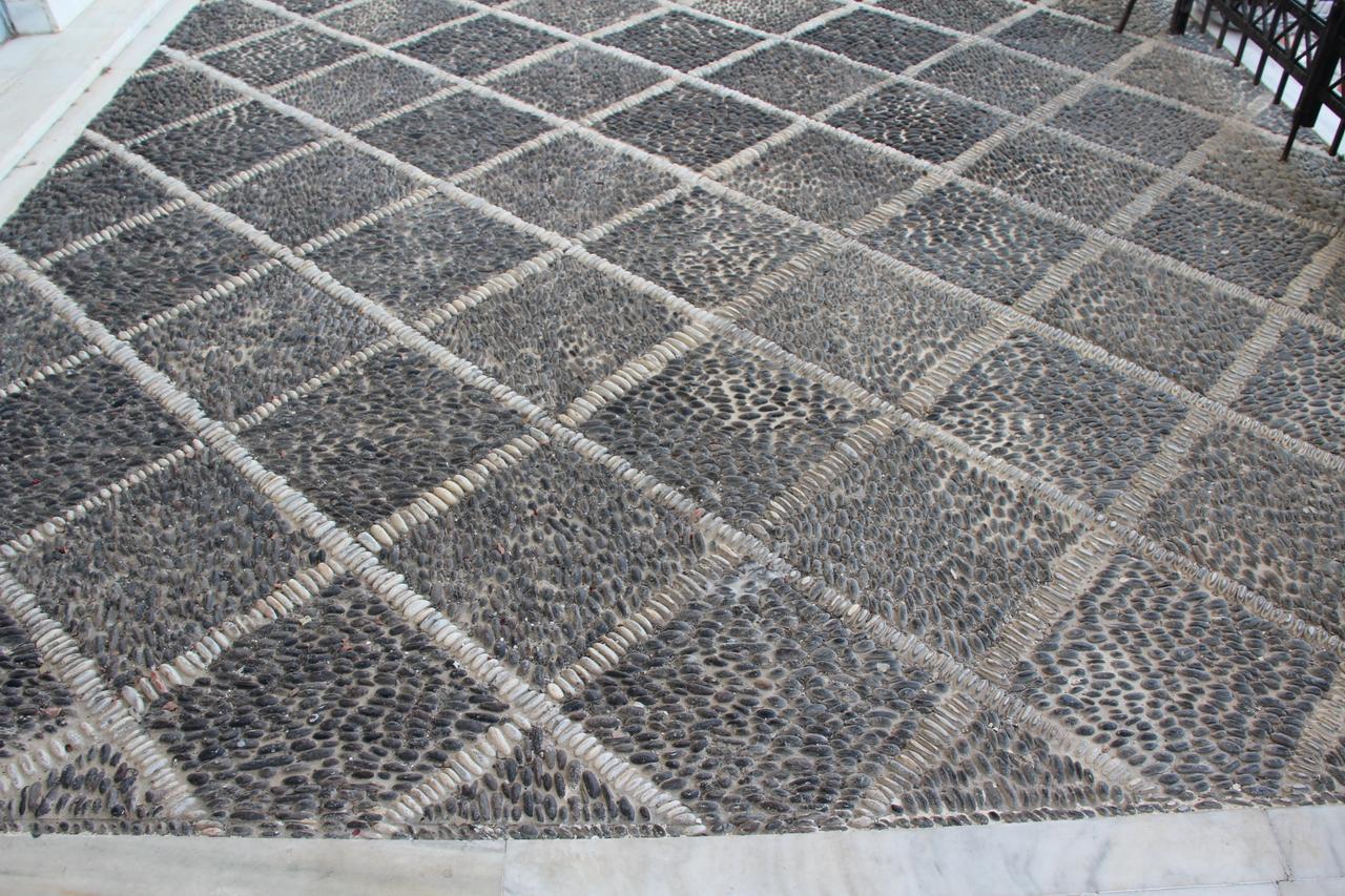 Pietra per pavimenti esterni prezzi stock outlet gres - Pavimento in ciottoli esterno ...
