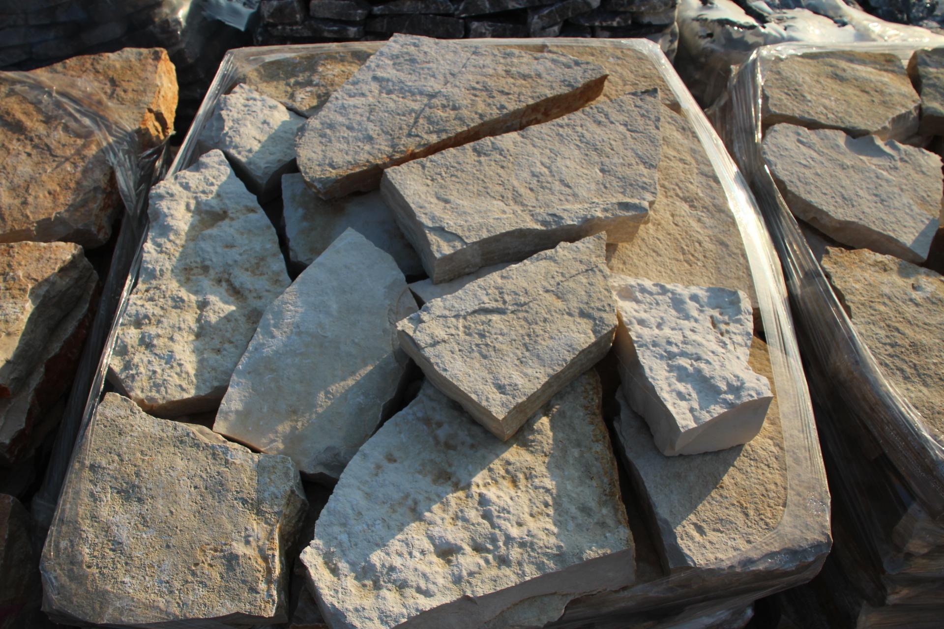 Immagini di pietre per viali o camminamenti esterni da for Pietre bianche da giardino prezzo