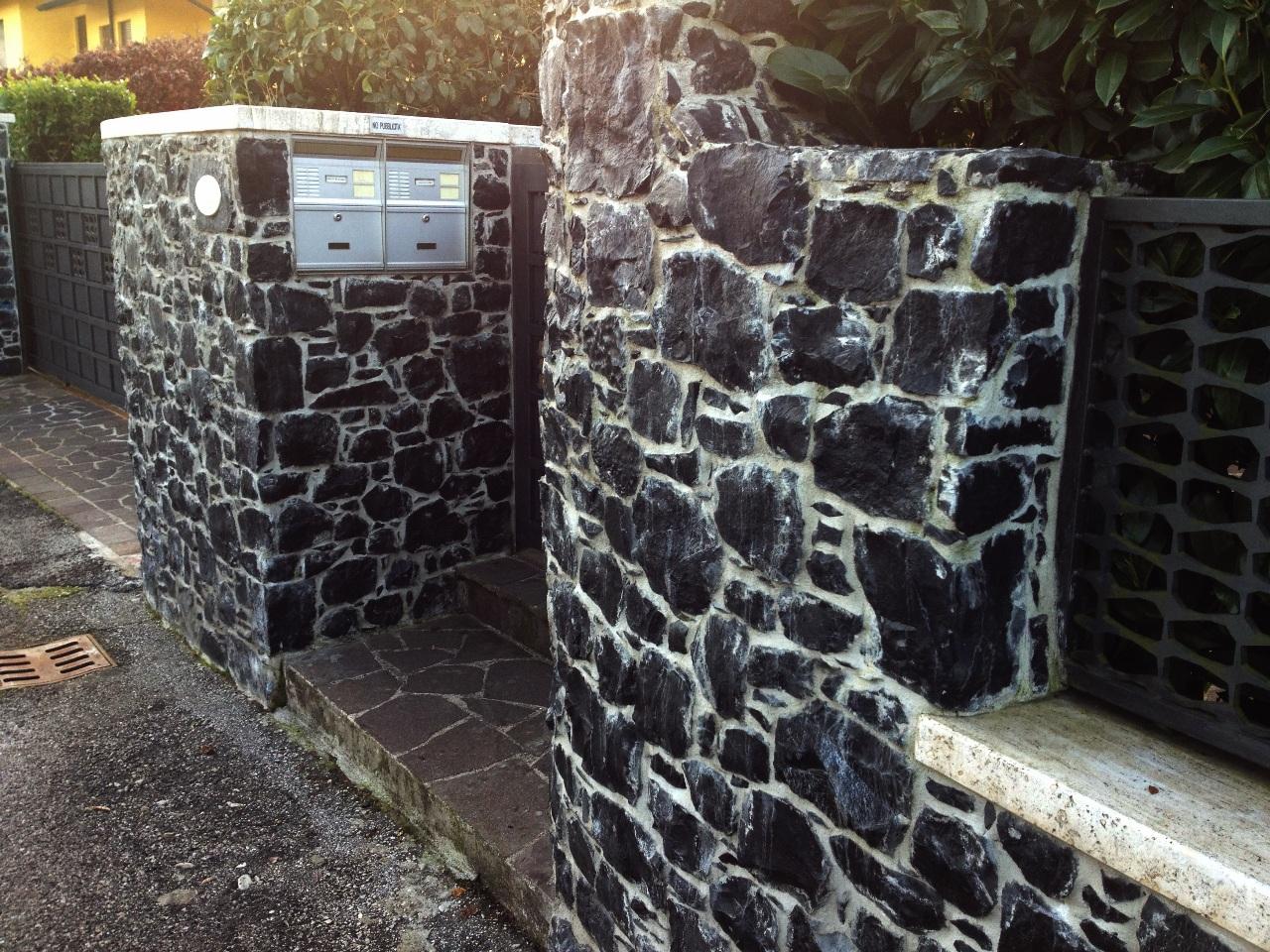 Foto spaccati di marmo e tranciati per muri - Piastrelle pietra lavica ...