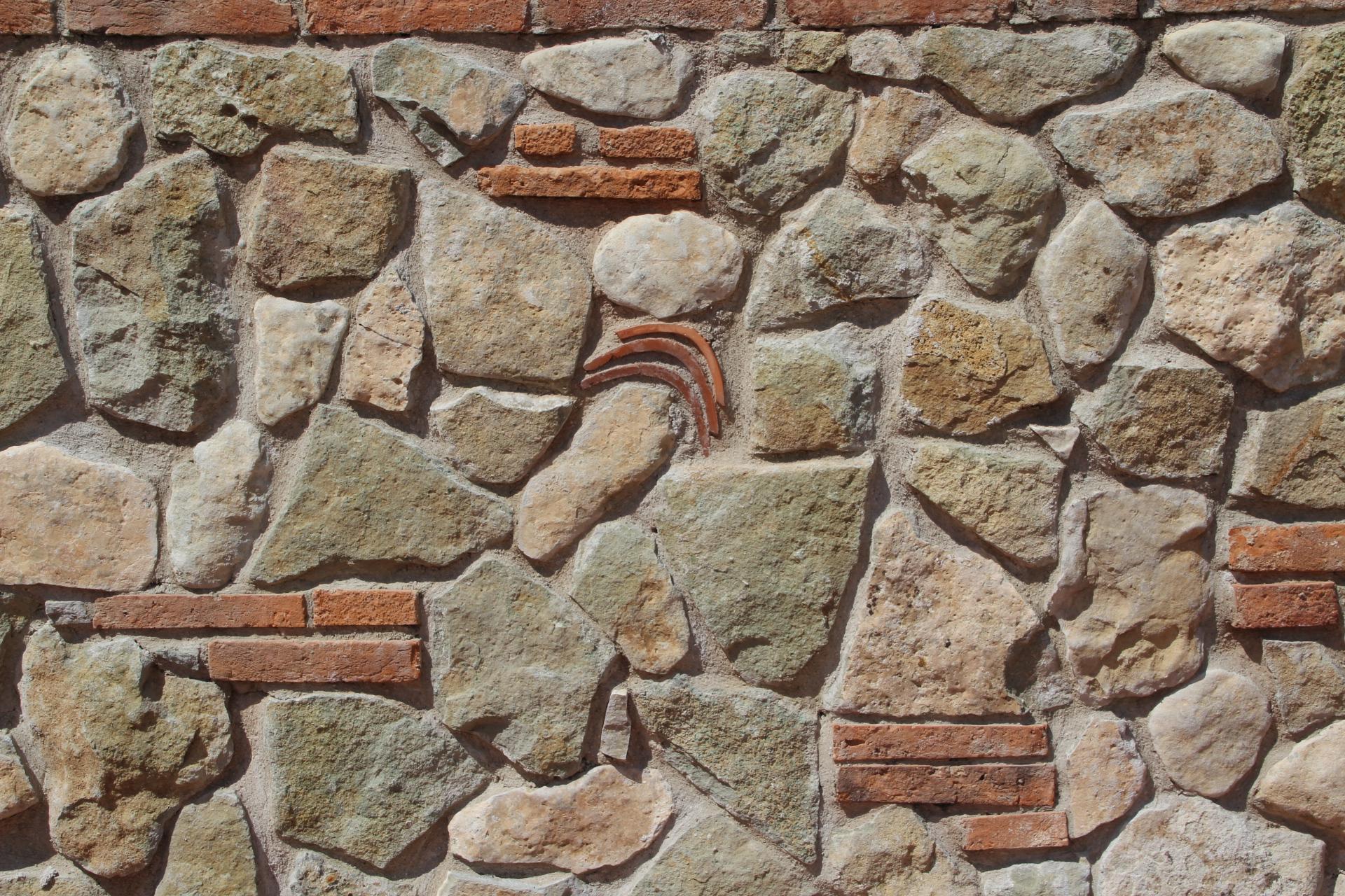 Foto spaccati di marmo e tranciati per muri for Sassi finti per esterno