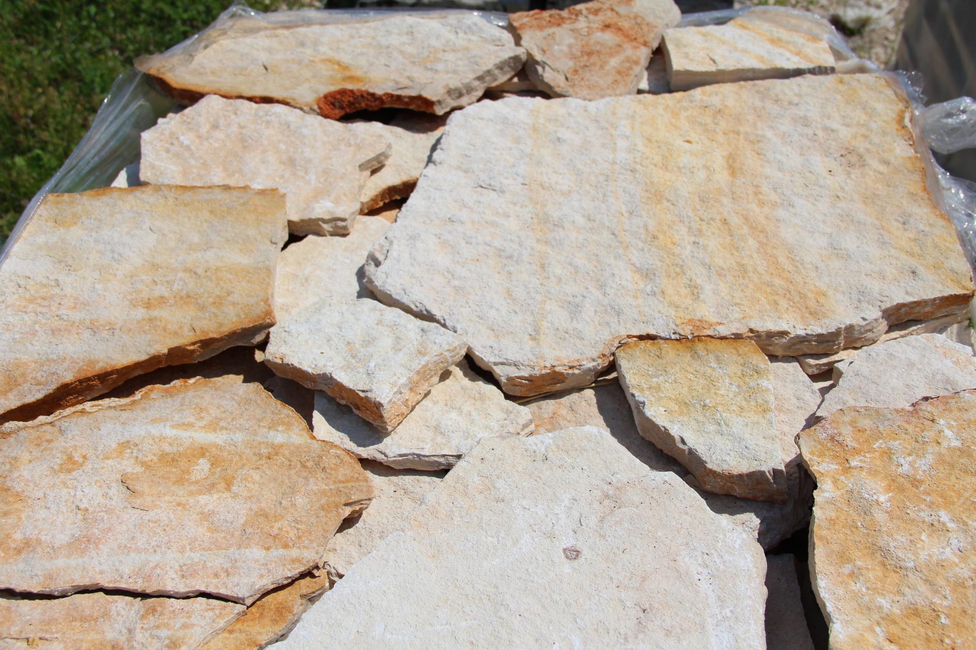 Foto di pietre per il rivestimento di muri esterni o interni for Pietre bianche da giardino costo