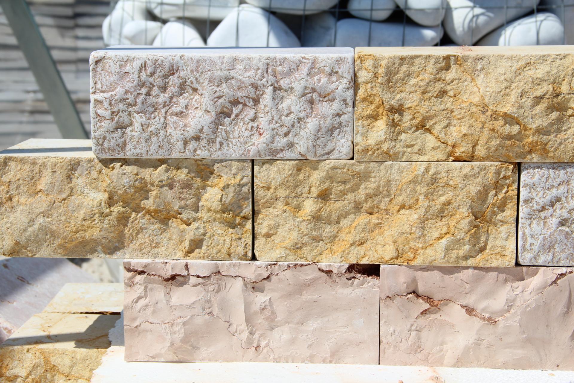Foto di mattoni in marmo molto belli a prezzi convenienti - Copertine per muretti esterno in cemento prezzi ...