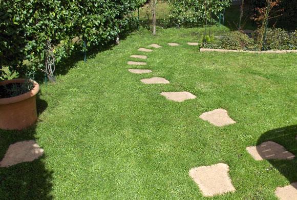 Immagini di pietre per viali o camminamenti esterni da giardino - Pietre camminamento giardino ...