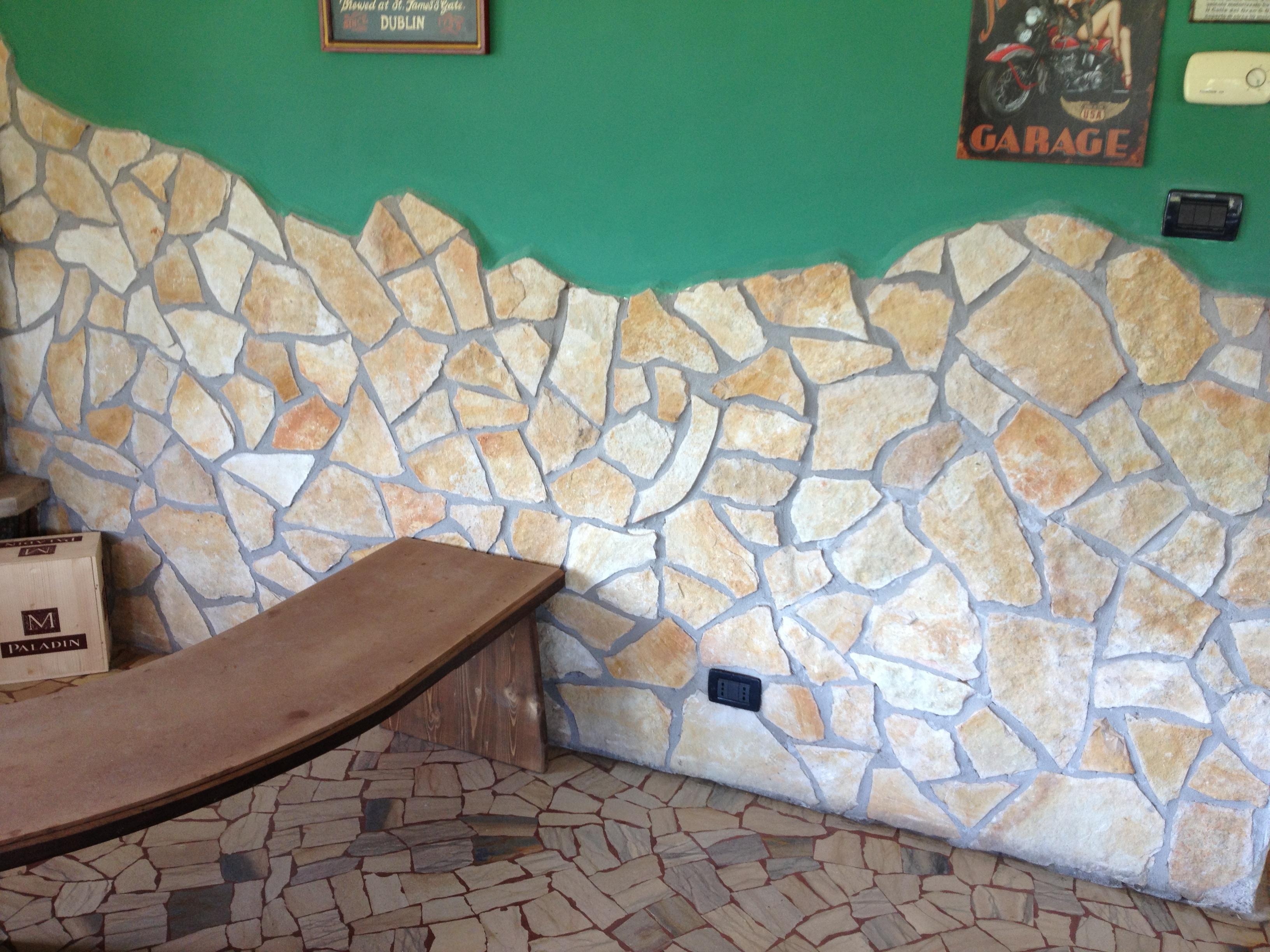 Foto spaccati e sassi per rivestimento muri in pietra for Sassi finti per esterno