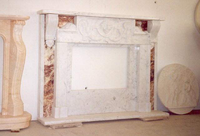 ... in marmo Bianco Carrara Caminetto in marmo Bianco Carrara Gioia