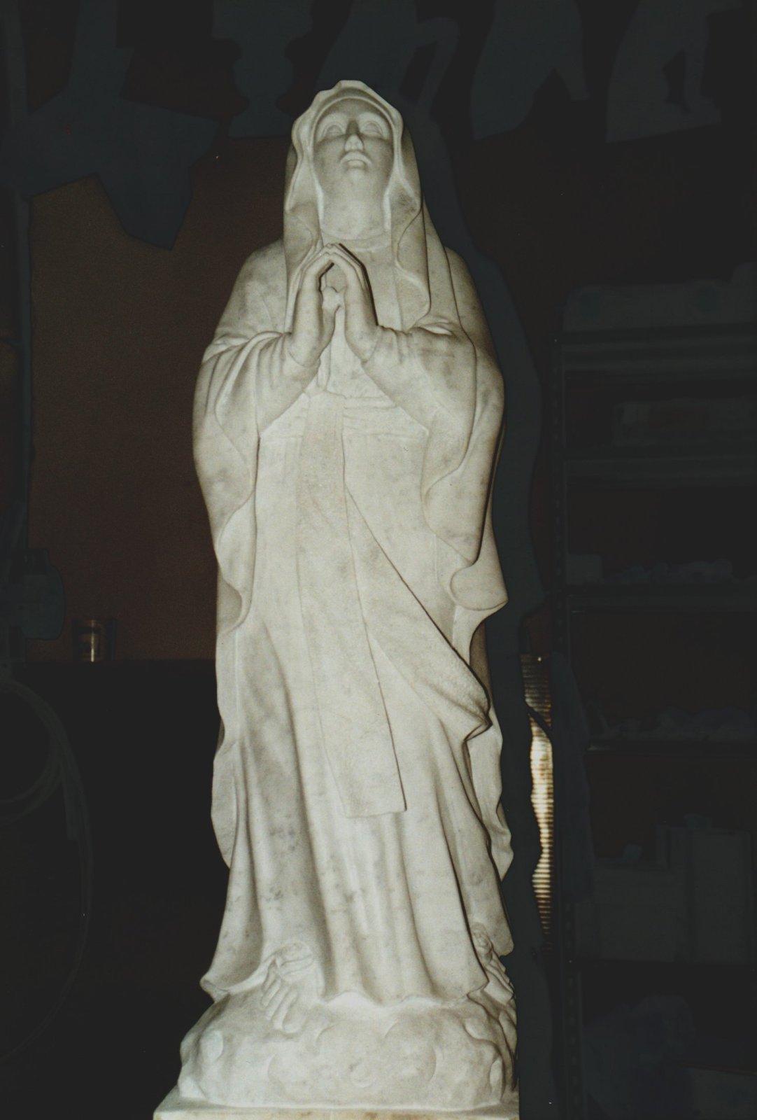 Foto di statue di marmo e pietra lavorate finemente a mano for Marmo di carrara prezzo