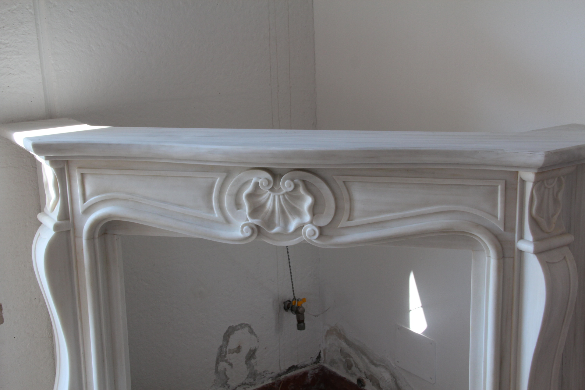 Camino In Marmo Bianco : Camino in marmo bianco statuario venato f al