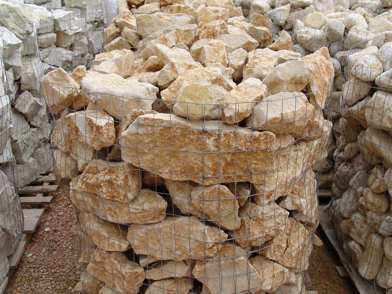 Foto di pietre per muri sassi per muratura inerti per muri for Sassi per bordure giardino