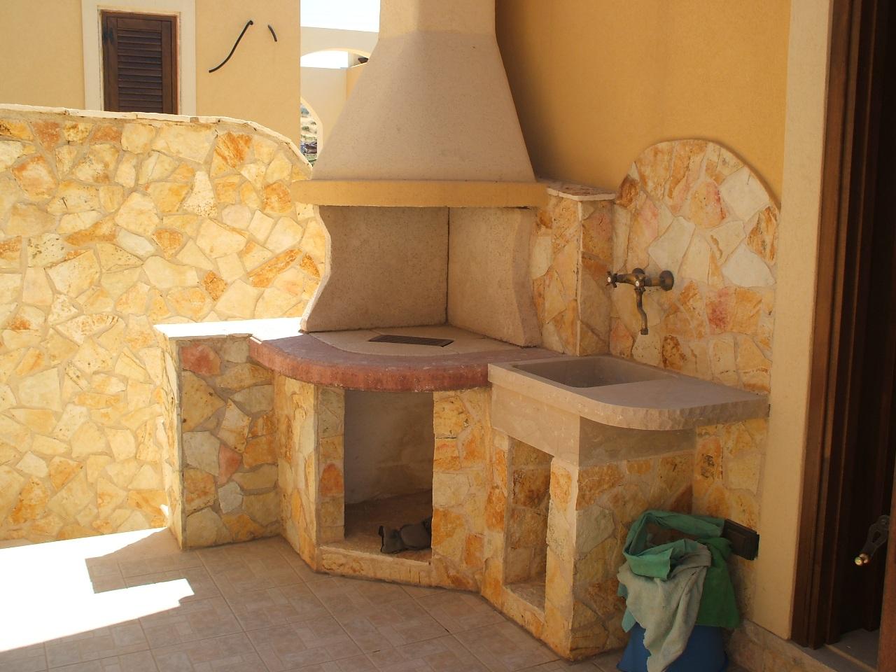 Muretto In Pietra Interno foto pietre per rivestimento muri colore giallo.