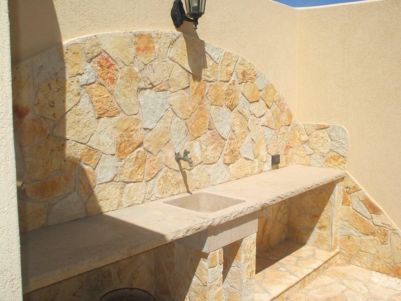 Foto pietre per rivestimento muri colore giallo for Costo per costruire pilastri di pietra
