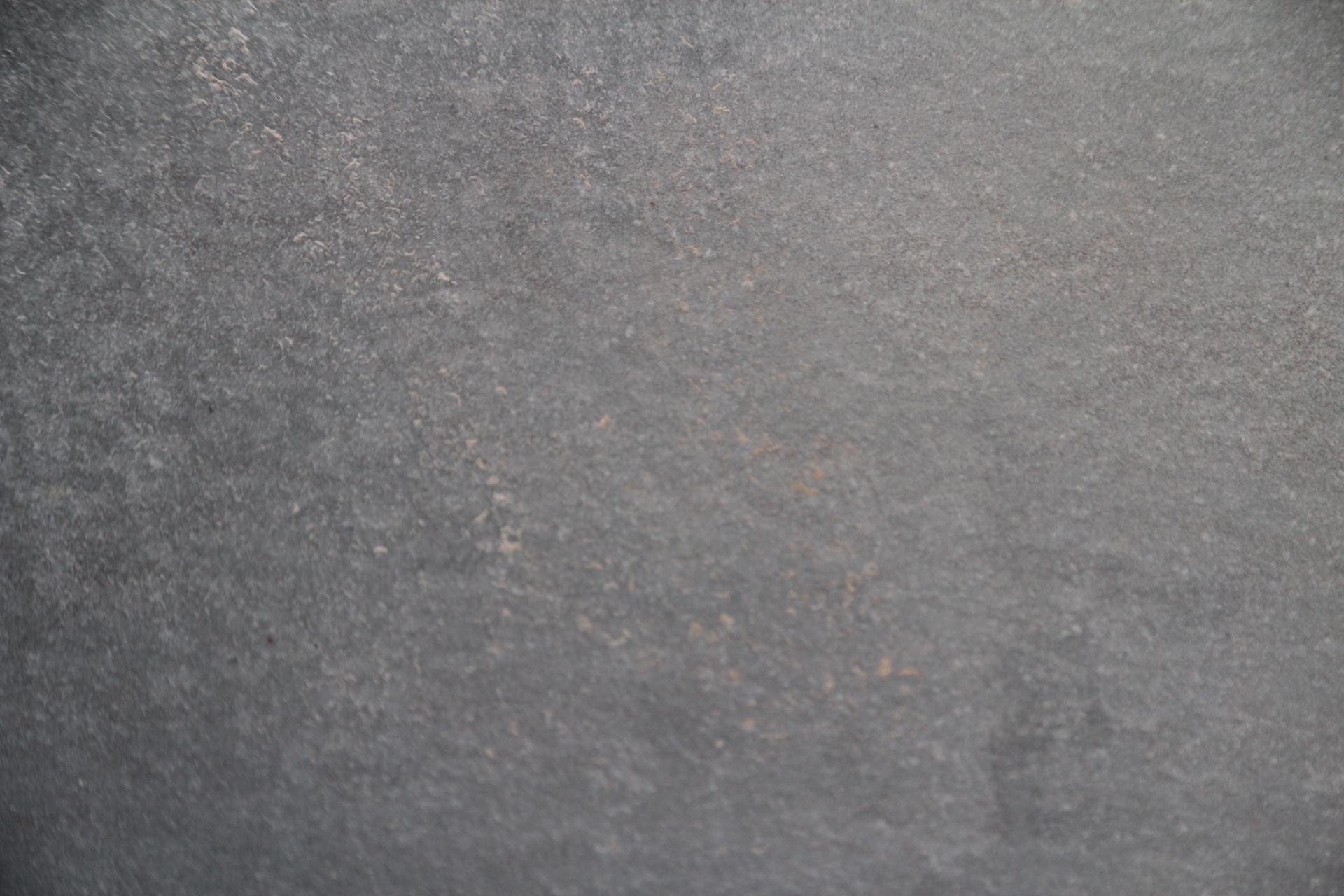 Foto di marmi a prezzi bassi di colore grigio for Pietra piasentina fiammata prezzi