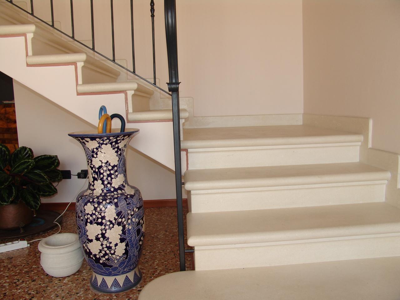 Trendy pietra di vicenza with tipi di scale interne - Scale interne in marmo ...