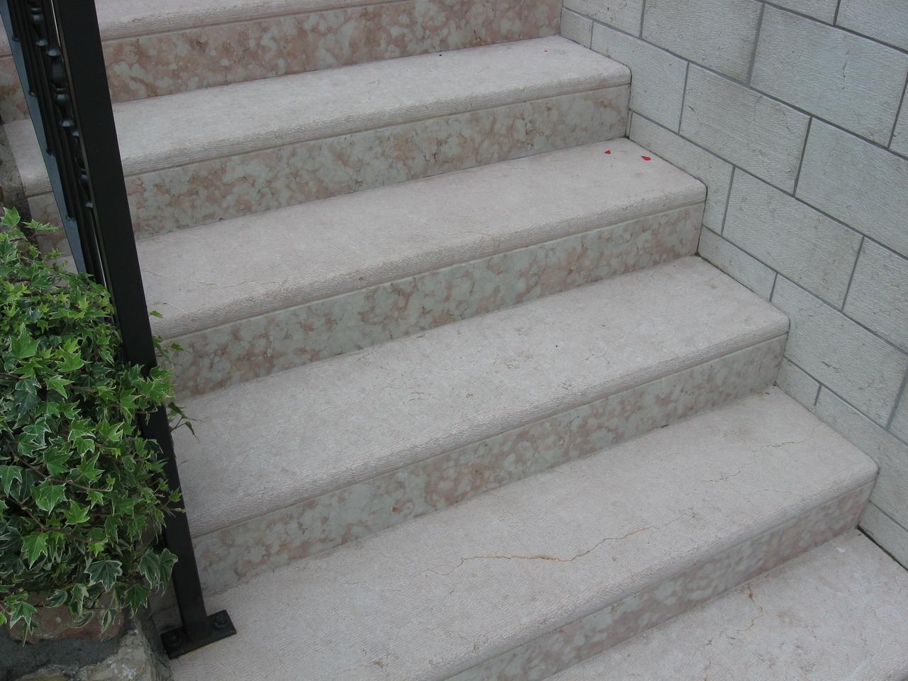 Pavimenti per scale esterne pavimenti per esterni e scale for Gradini in gres porcellanato prezzi