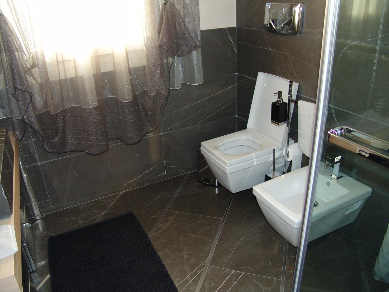 Foto di bellissimi bagni in marmo e pietra venduti dalla - Bagni bellissimi moderni ...