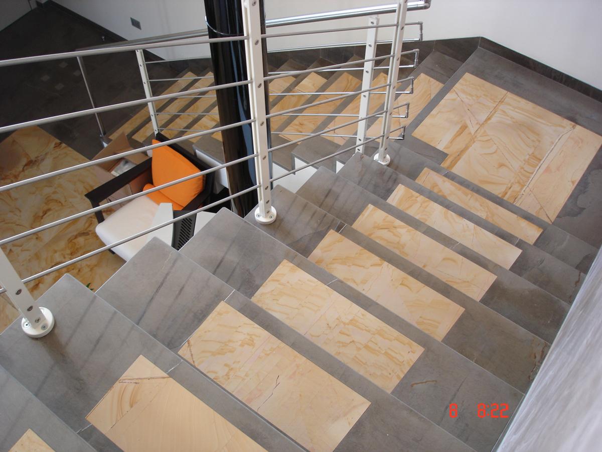 Rivestimenti scale interne pietra confortevole soggiorno nella casa - Rivestimenti scale esterne ...