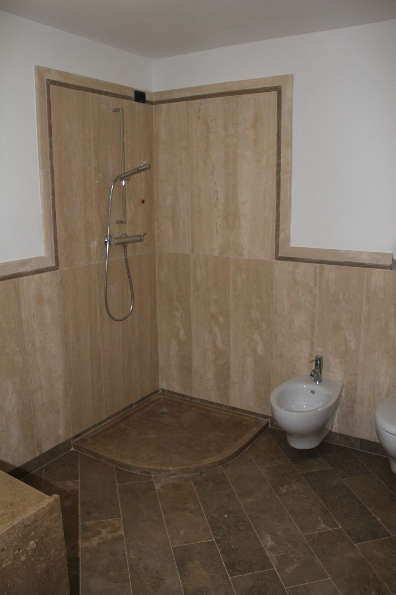 Bagno travertino moderno sweetwaterrescue - Bagno in travertino ...