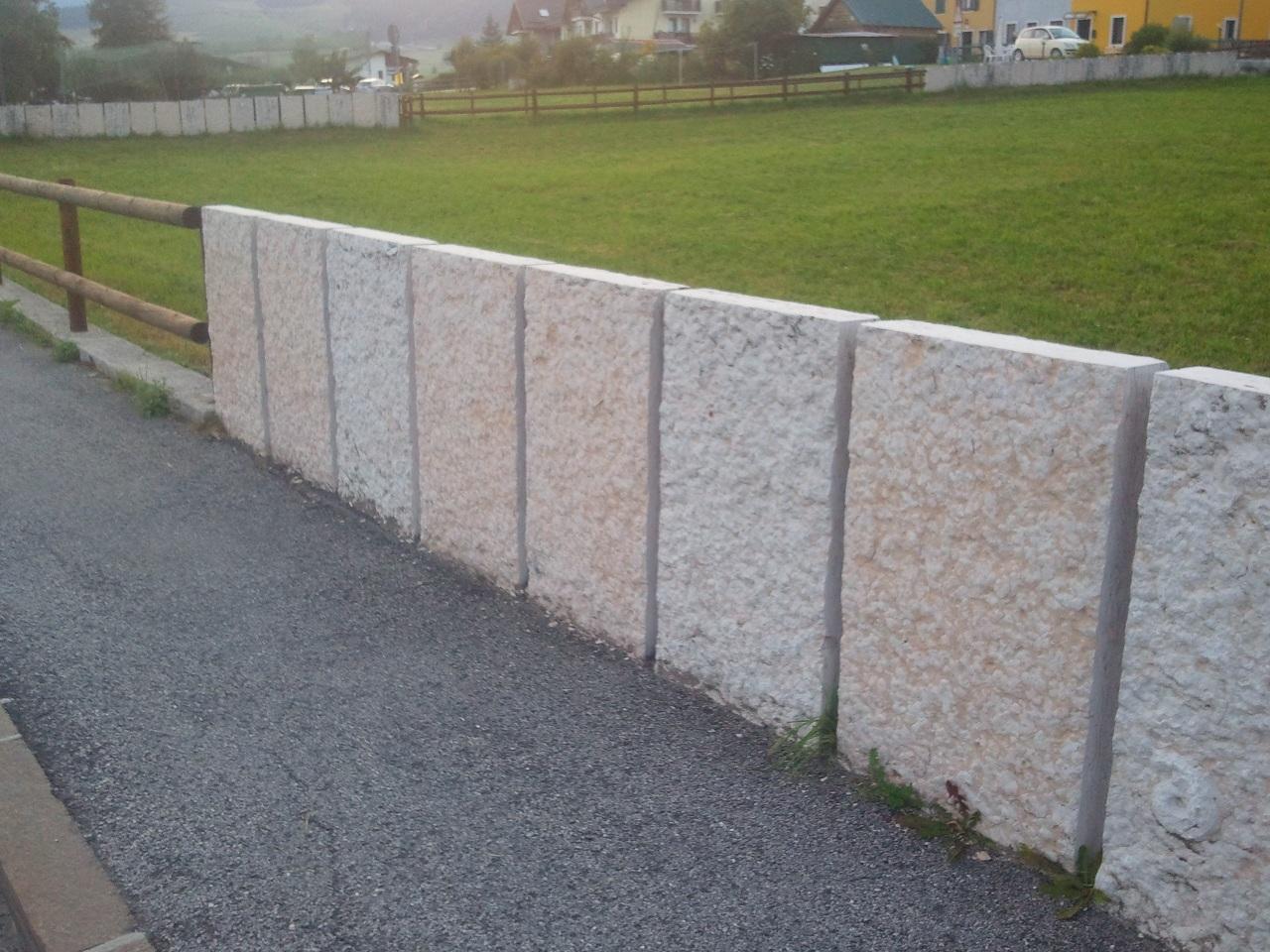 Foto recinzioni in marmo o pietra zem enrico marmi arzignano for Immagini recinzioni