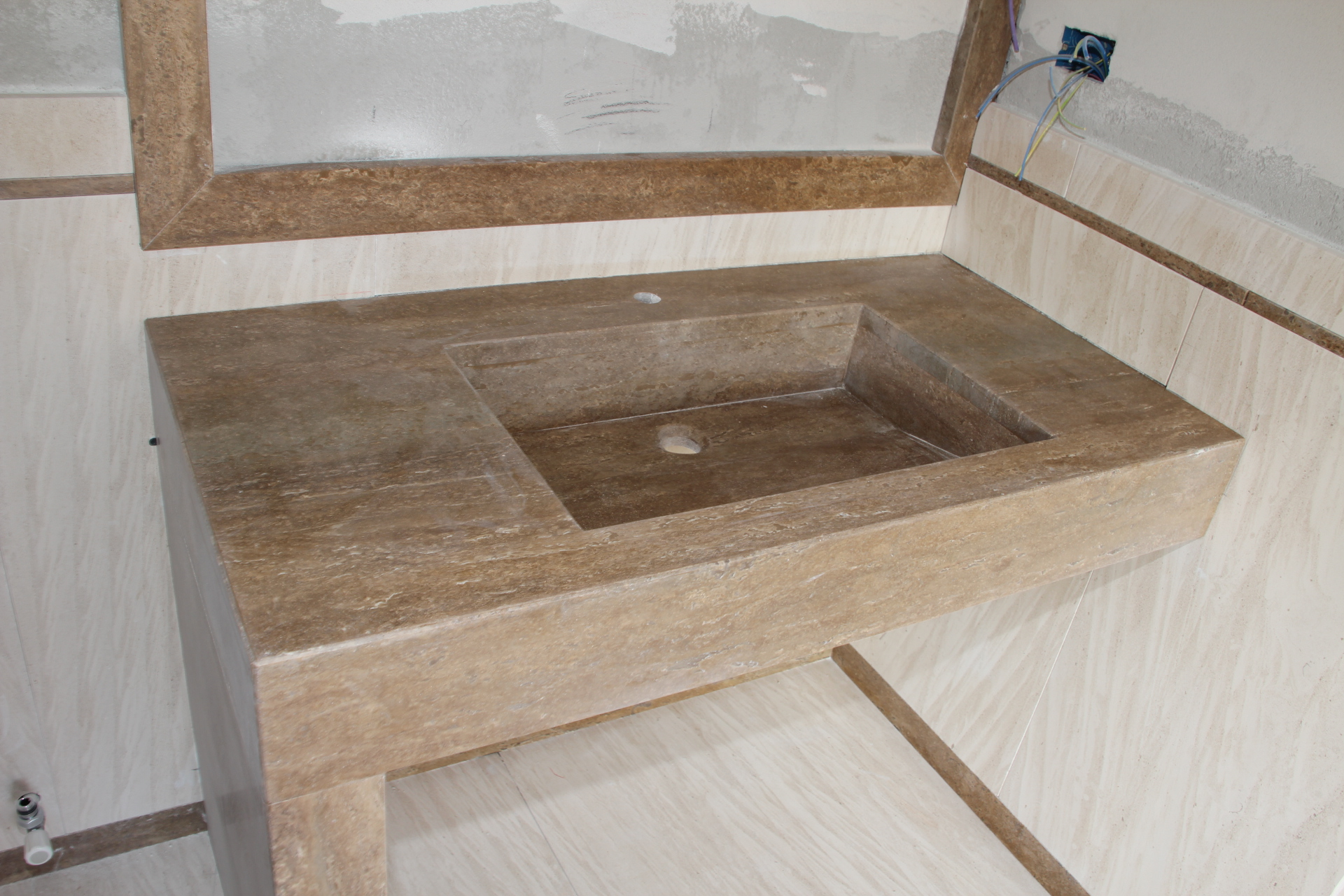 Foto di bellissimi bagni in marmo e pietra venduti dalla zem enrico marmi arzignano - Marmo per bagno ...