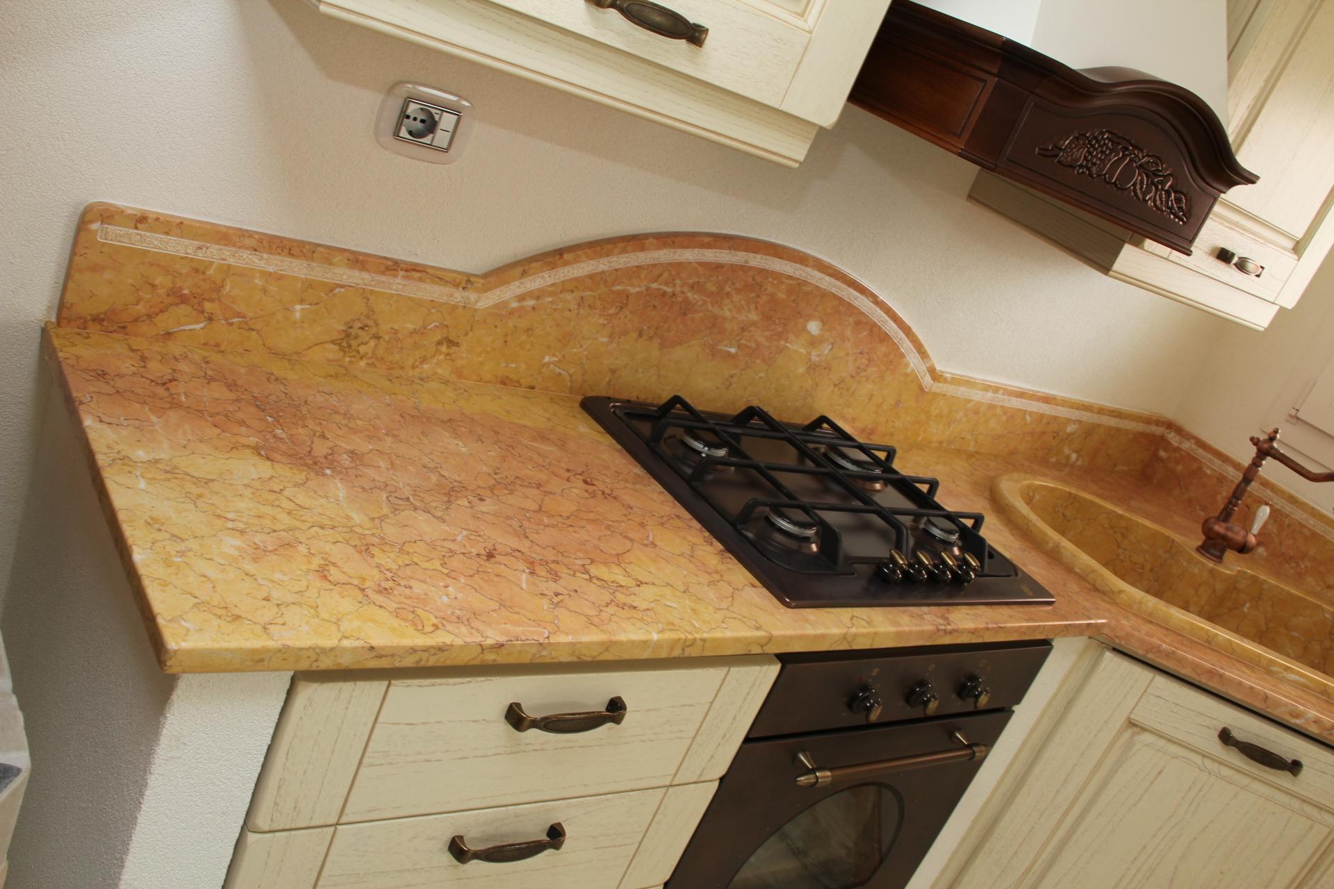 Foto piani di cucina in marmo e pietra vendute a prezzi affare for Piani di cucina