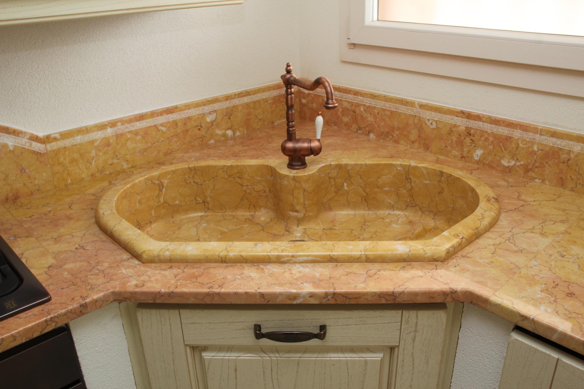 Foto piani di cucina in marmo e pietra vendute a prezzi affare - Lavandini in marmo per cucina ...