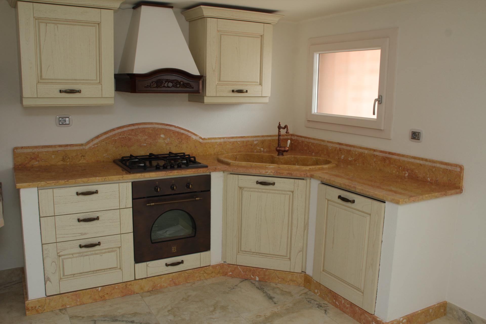 Foto piani di cucina in marmo e pietra vendute a prezzi affare - Foto di cucine ...