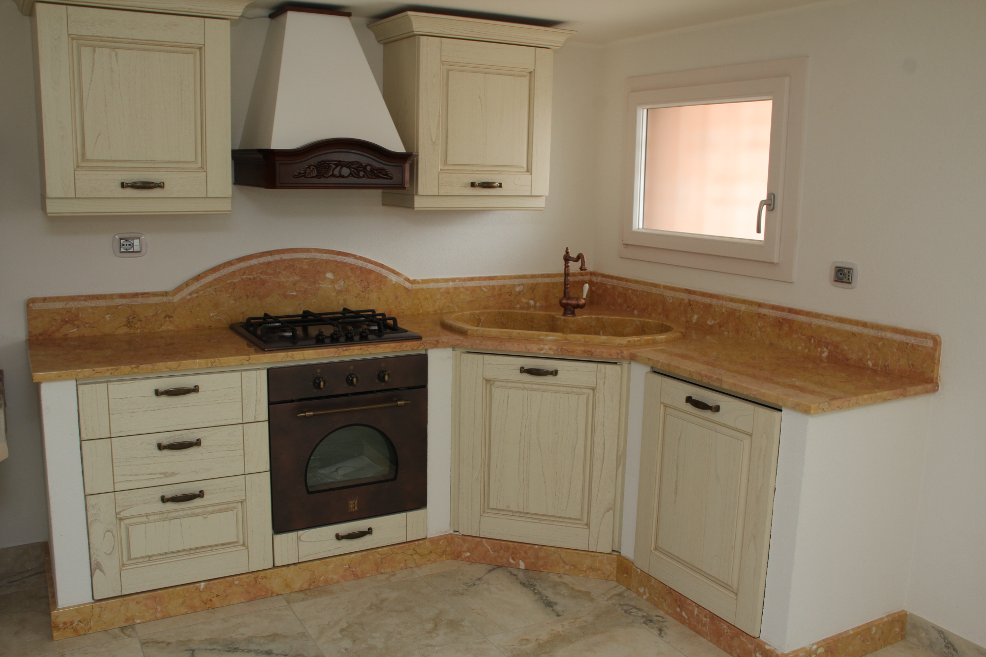 Foto piani di cucina in marmo e pietra vendute a prezzi affare for Cucine foto