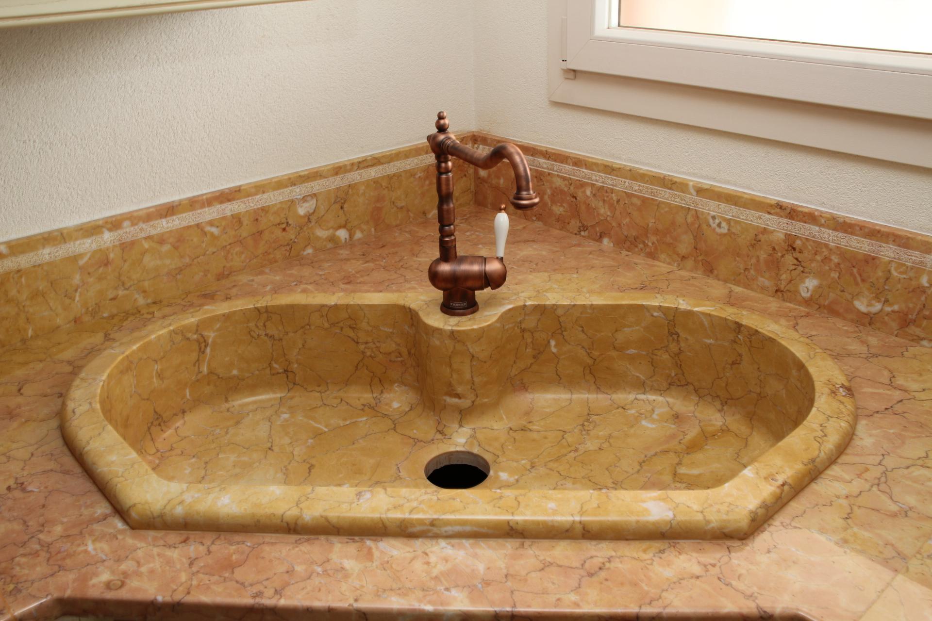 Immagini lavelli e catini di marmo massello - Lavandini in marmo per cucina ...