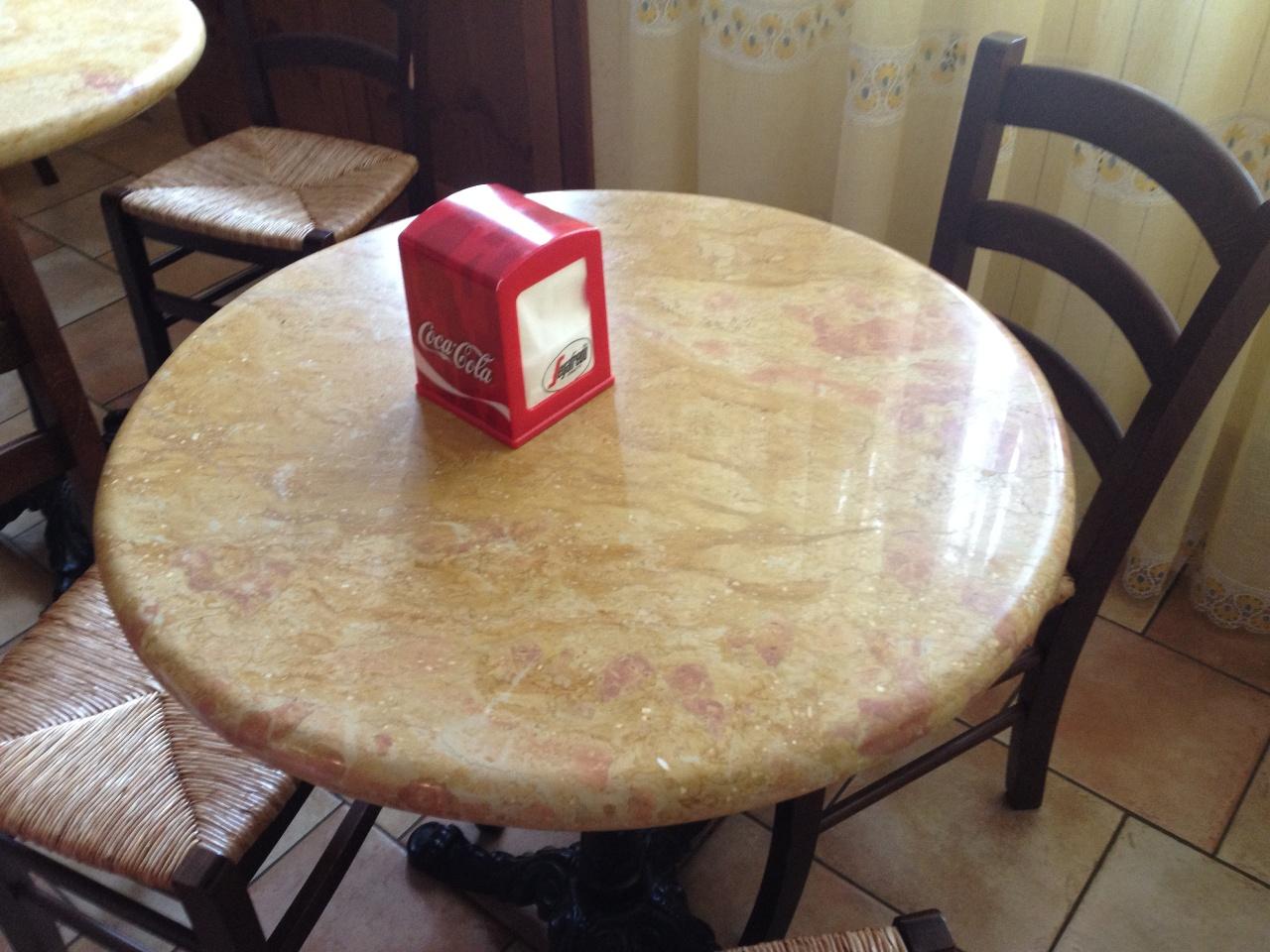Foto piani di cucina in marmo e pietra vendute a prezzi affare for Piccoli piani colonica con foto