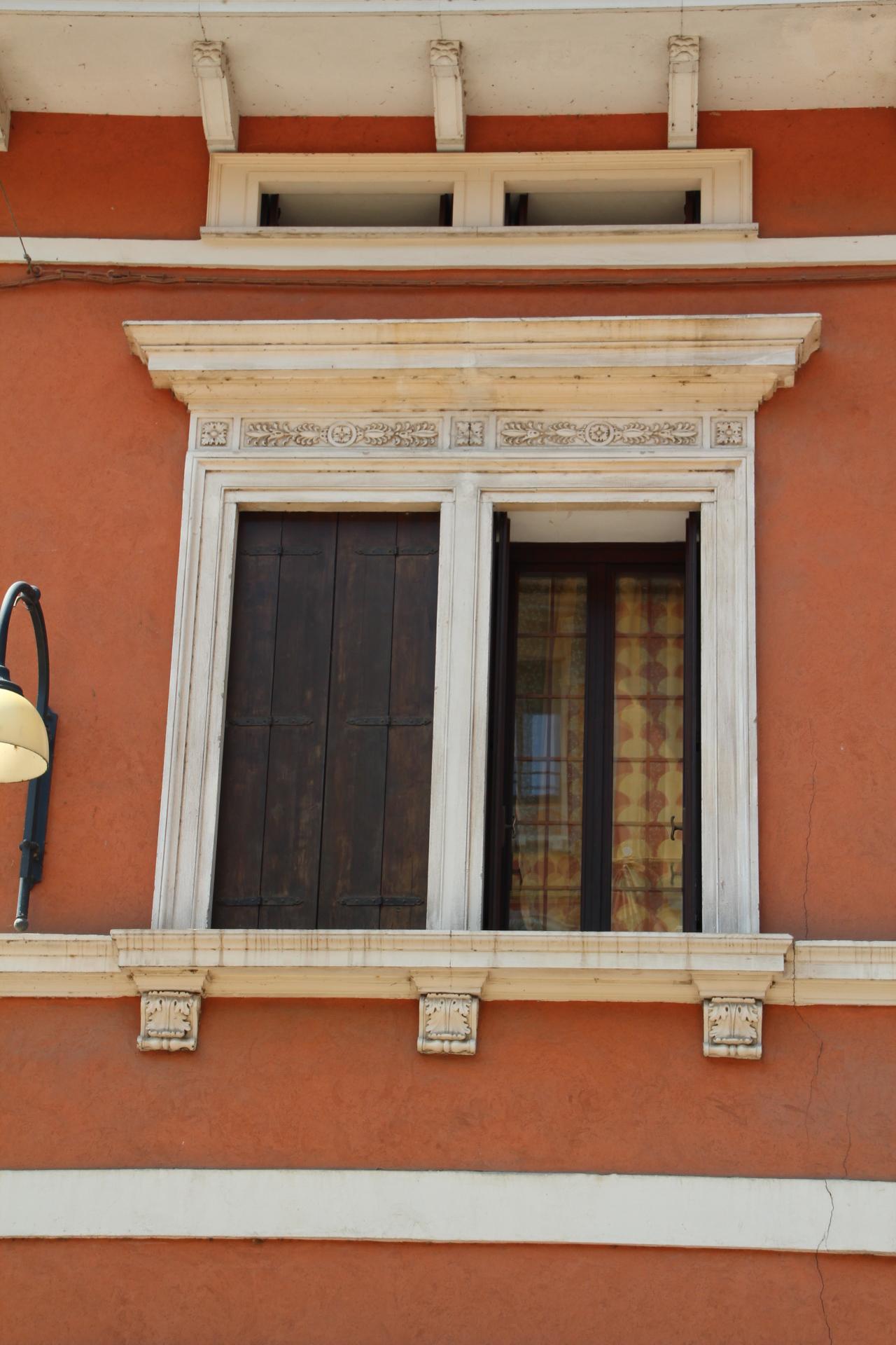 Chi paga il marmo a contorno delle finestre - Rivestire i davanzali delle finestre ...