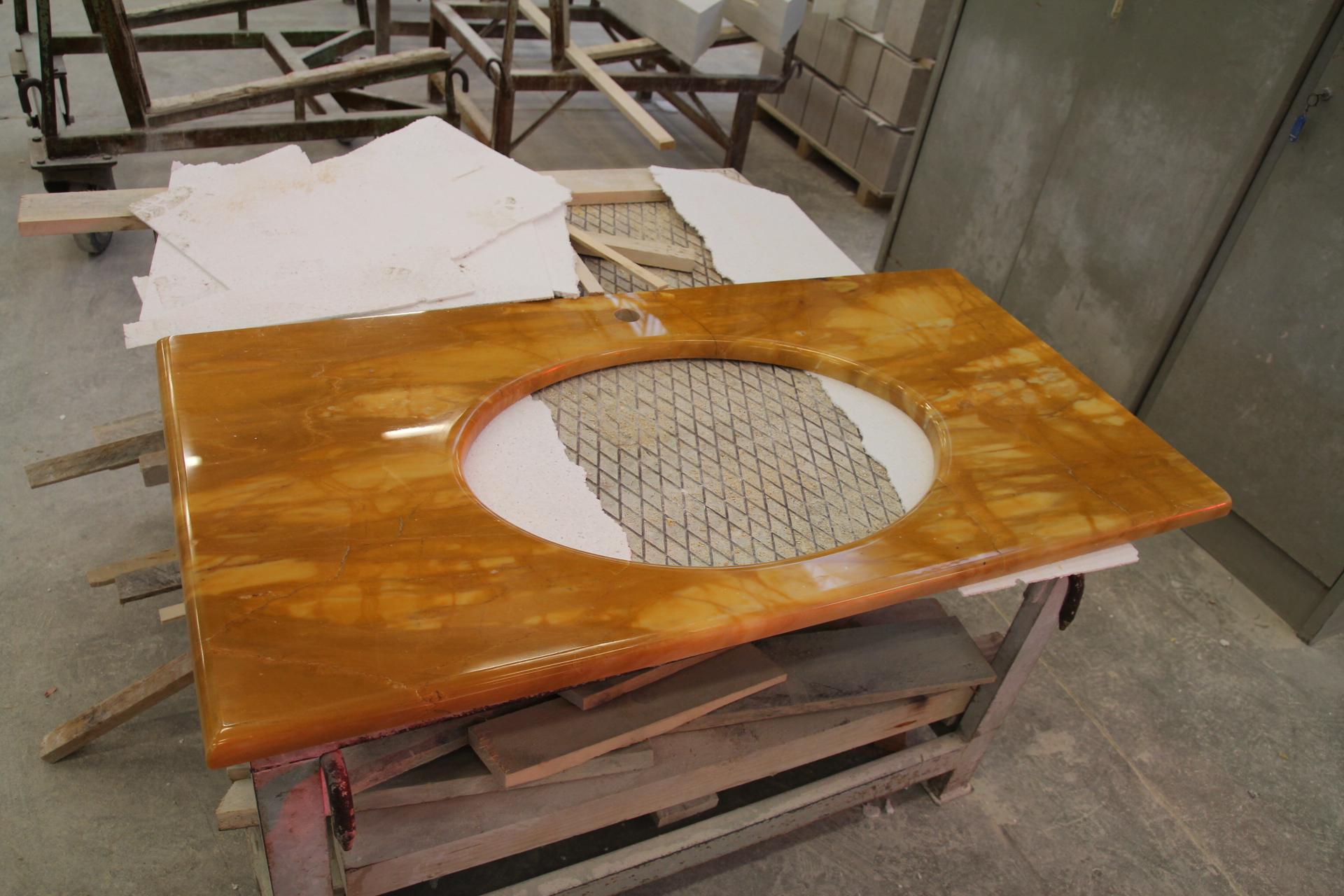 foto di top da bagno in marmo o pietra - Bagni Moderni Particolari