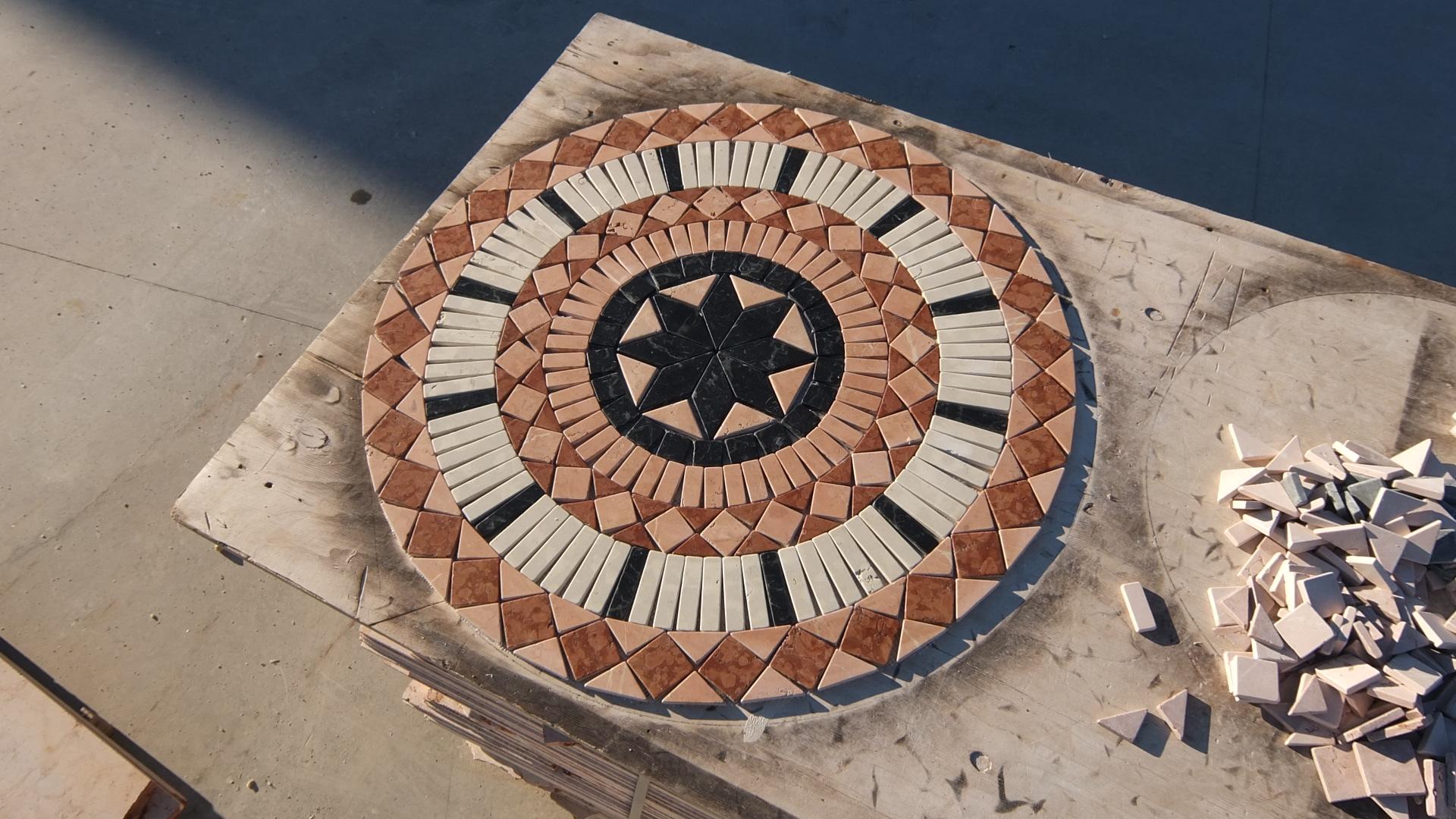 Rosoni in marmo venduti a prezzi scontati for Mosaici e marmi per pavimenti e rivestimenti