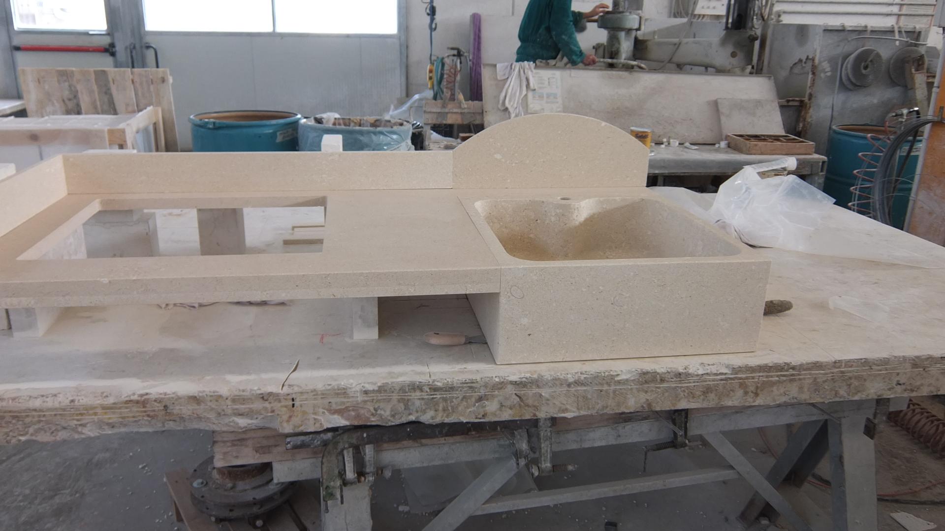 Foto top cucina con lavello - Cucine in pietra ...