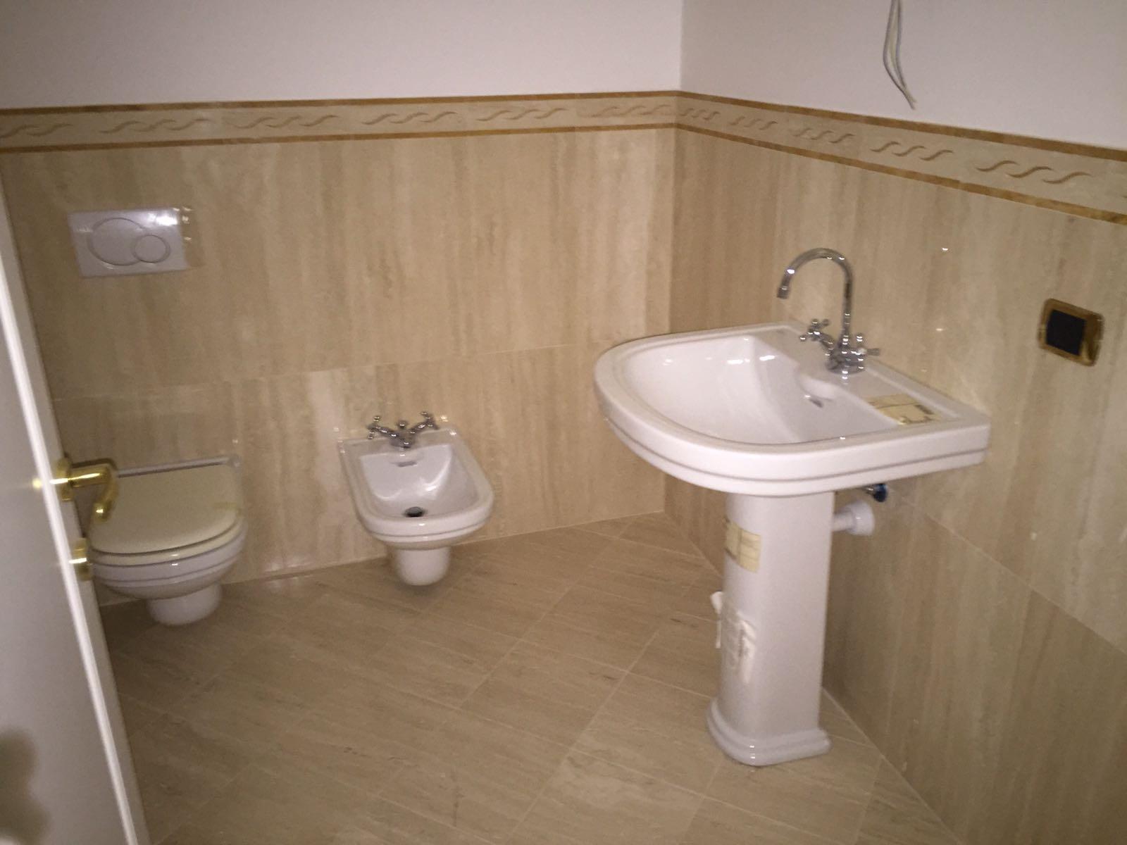 Foto di bellissimi bagni in marmo e pietra venduti dalla zem enrico marmi arzignano - Bagno travertino ...