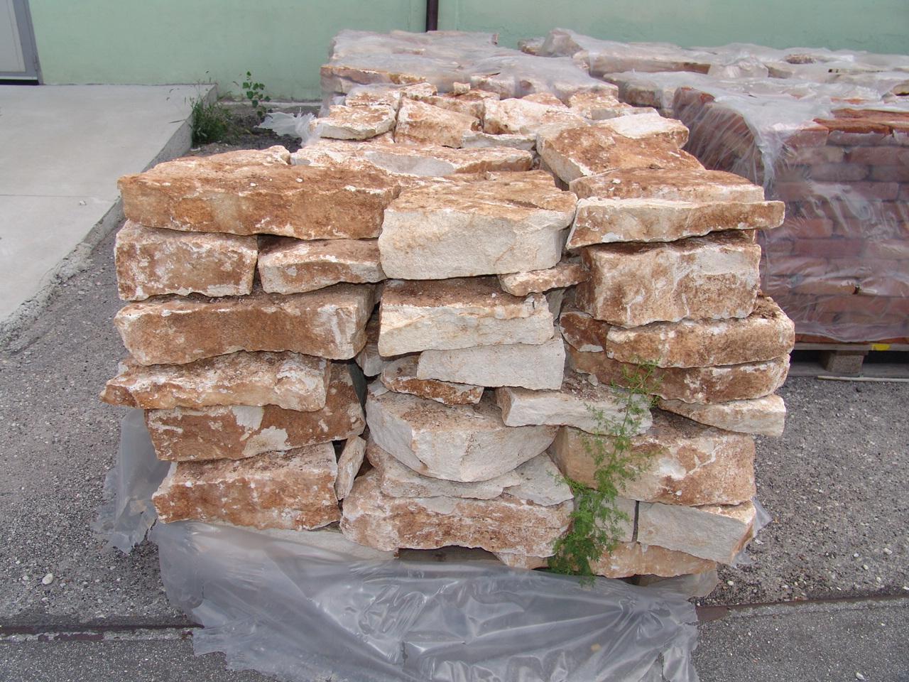 Foto pietra della lessinia o pietra di prun per realizzare viali