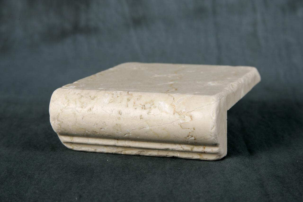 Foto di elementi ad angolo burattati di marmo - Scale ad angolo ...