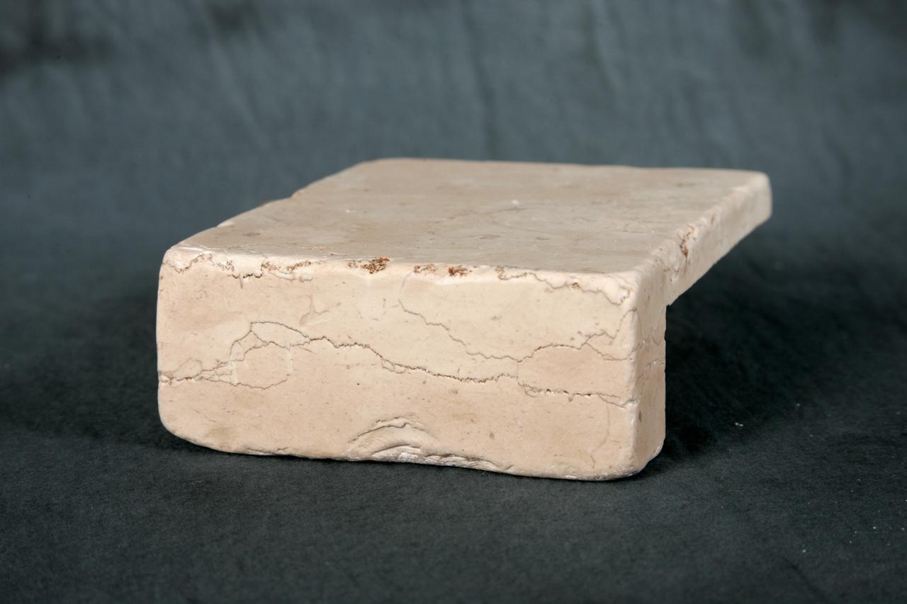 Foto di elementi ad angolo burattati di marmo